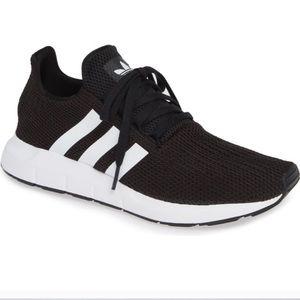 Adidas swift run black white women 8.5